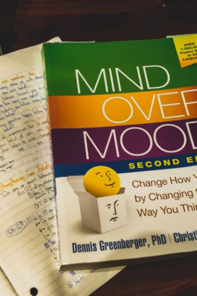Mind Over Mood (A Personalized Summary and Guide )