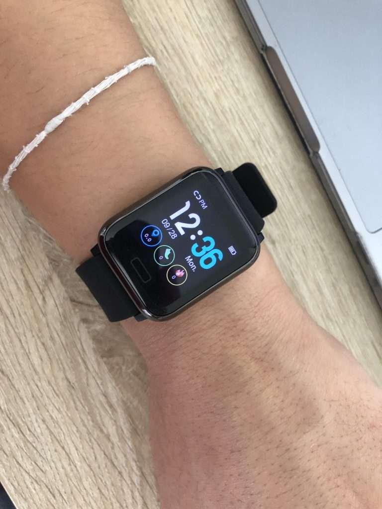 Apple Watch Comparison Series 6 vs SE | Dylankyang